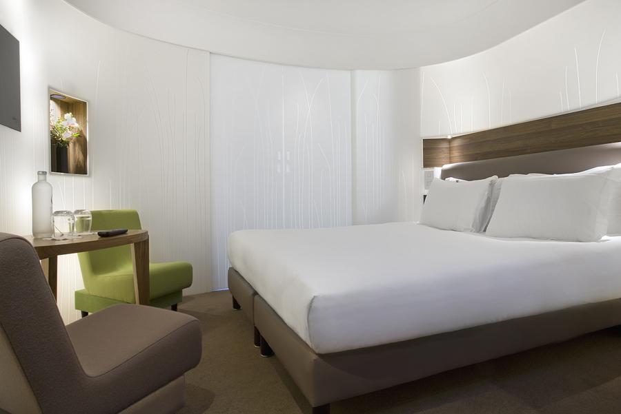 hi macs en el hotel jules et jim de par s escaparate del dise o. Black Bedroom Furniture Sets. Home Design Ideas