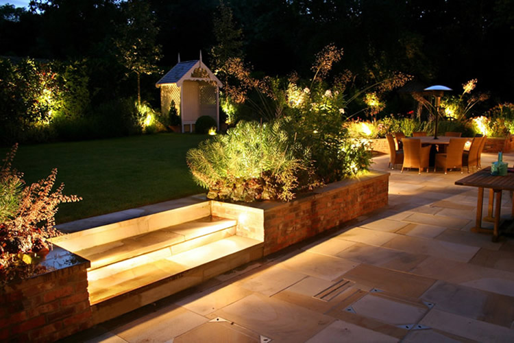 Iluminaci n escaparate del dise o for Iluminacion exterior jardin diseno