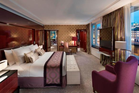 01 Royal Mandarin Suite Bedroom