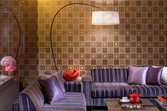 07 Deluxe Suite Living room corner