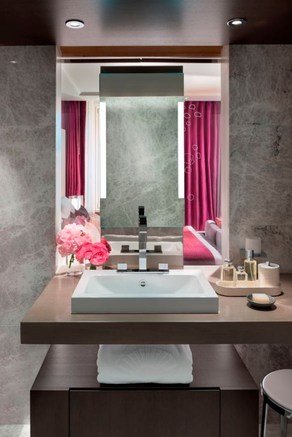 09 Mandarin room bathroom