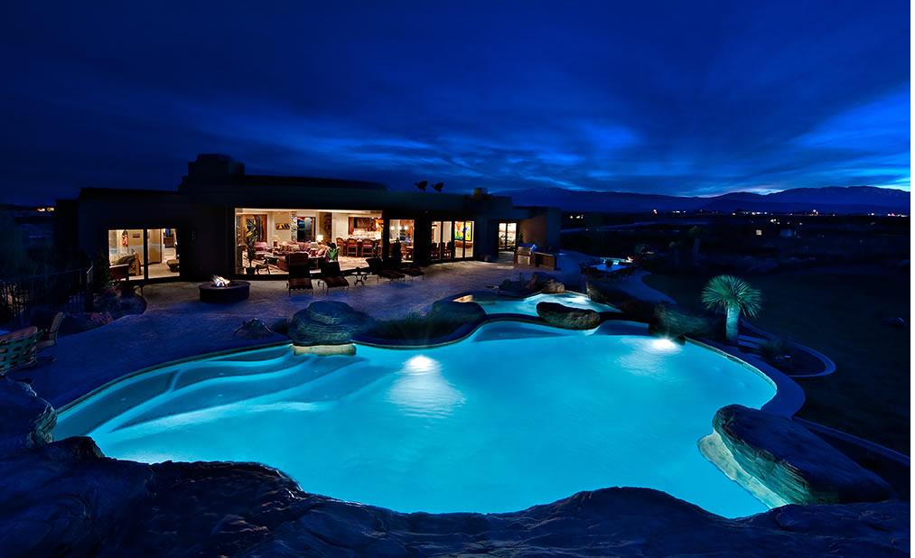 Iluminar la piscina y alrededores escaparate del dise o for Piscinas trobajo del camino